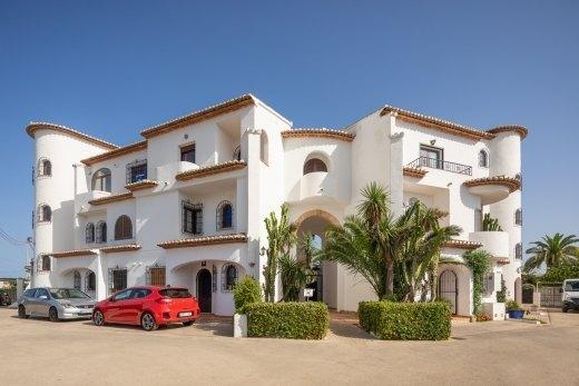 Apartamento De Dos Dormitorios Situado Cerca De La Playa