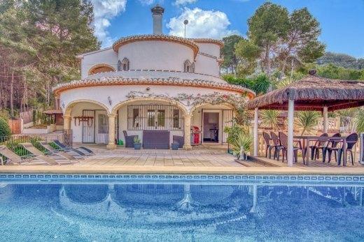 Villa De Dos Plantas Completamente Reformada Ref C